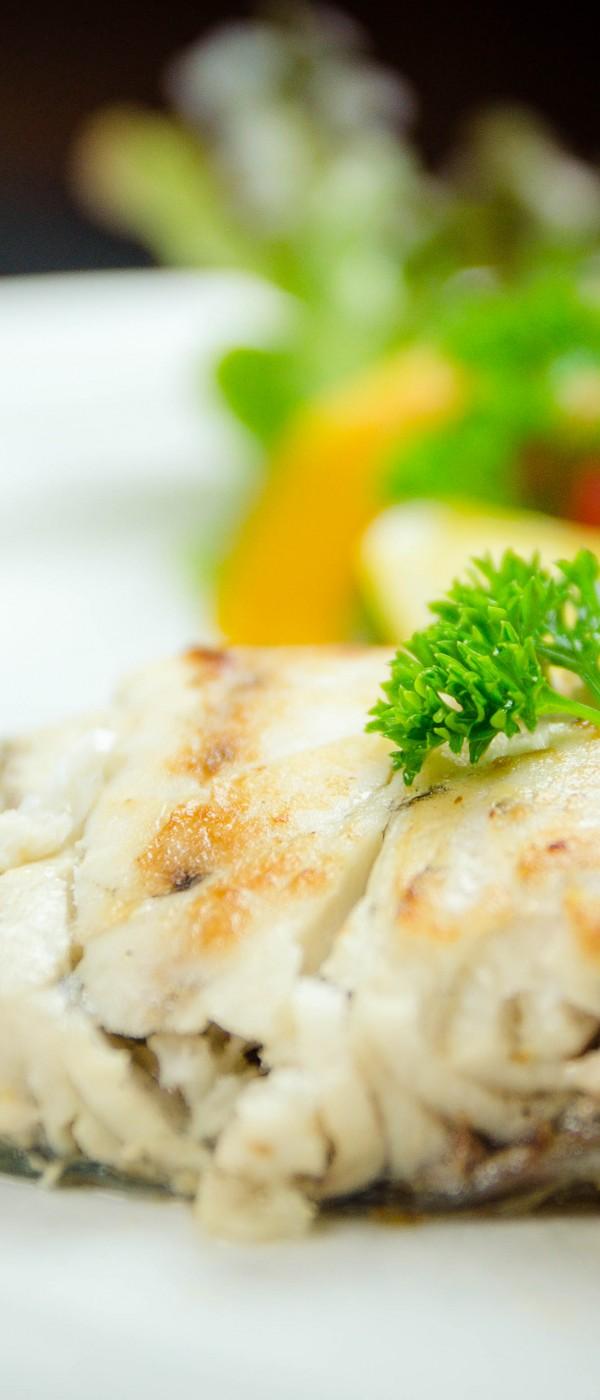 สเต็กปลากระพง ราดซอสไวน์ขาว